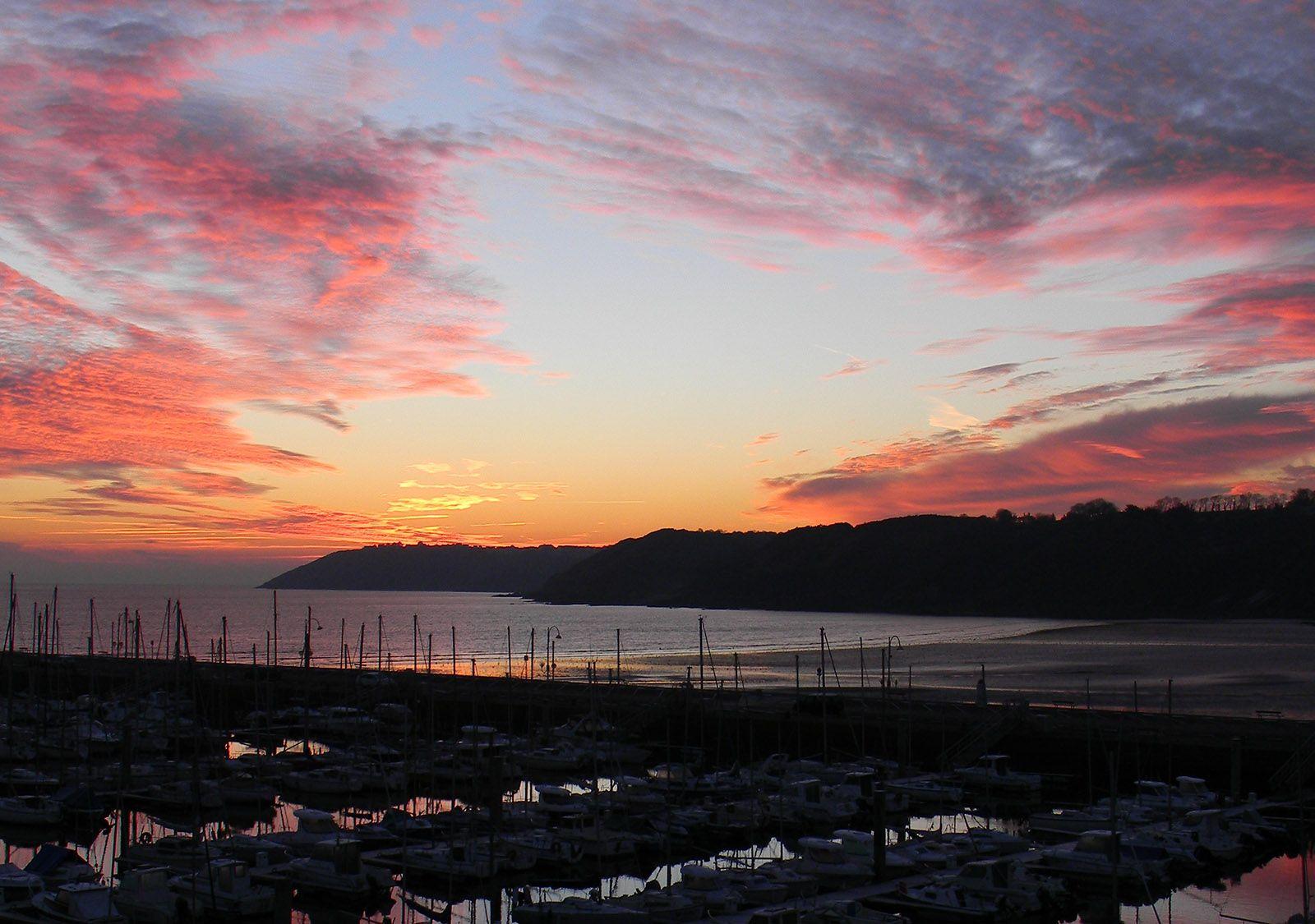 binic-lever-de-soleil-sur-le-port