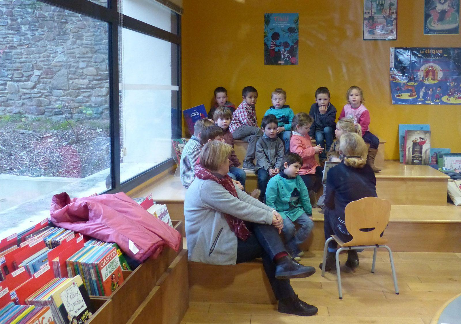 Séance lecture à la bibliothèque municipale