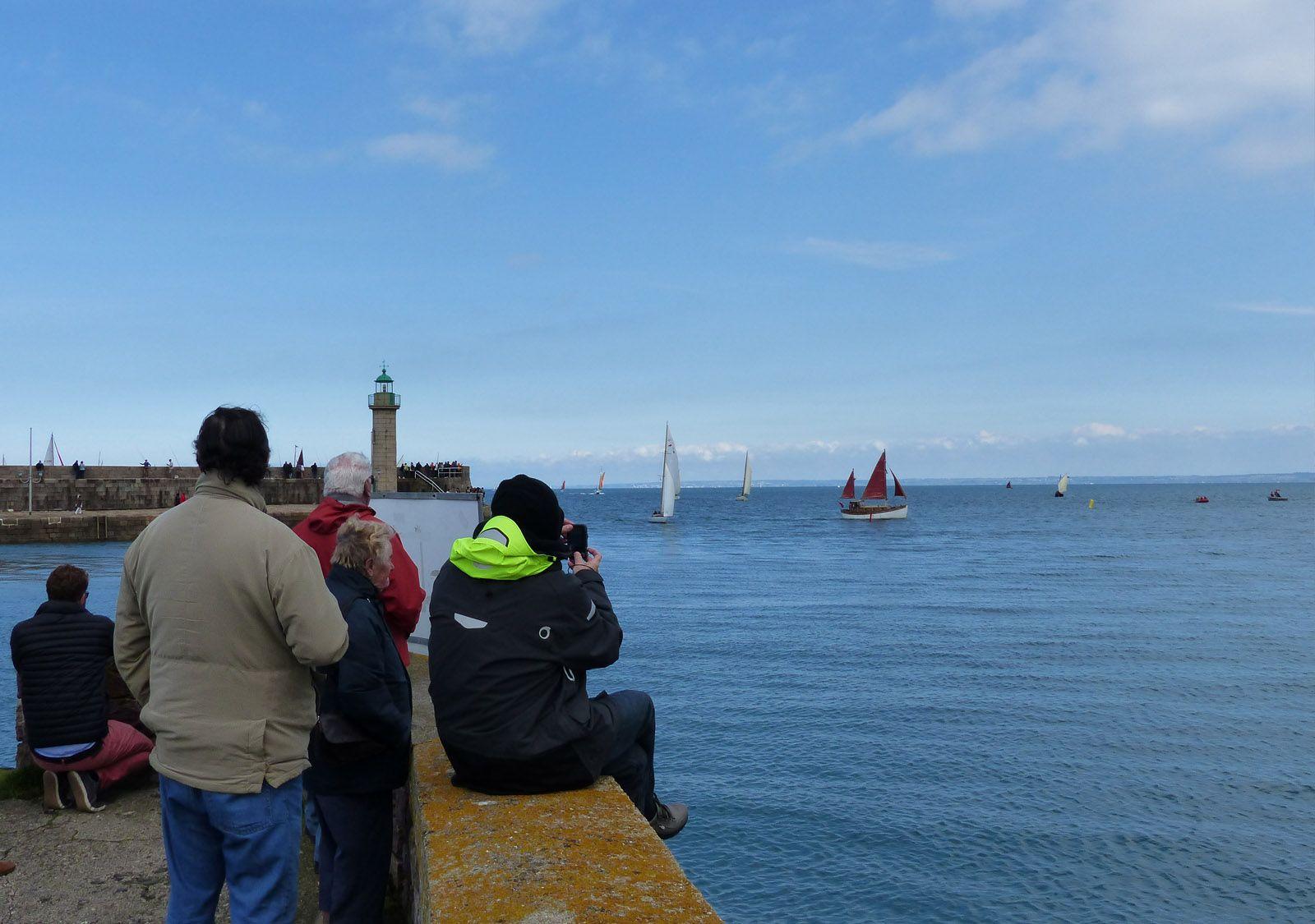 Parade nautique pendant la Morue en Fête