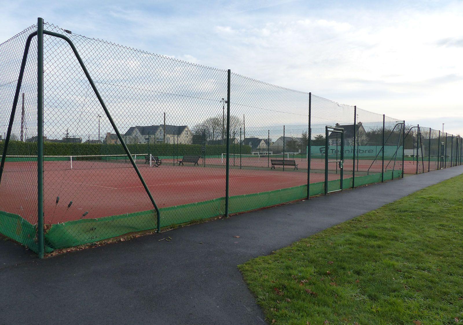 Cours de tennis extérieurs