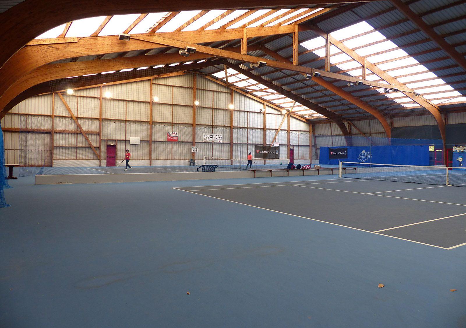 Courts de tennis intérieurs